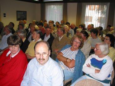 Gespannte Zuhörer im Saal des Immenhäuser Rathaus